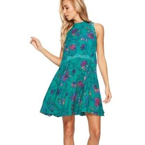 PRICE⬇️Free People Green Froral Chemise Mini Dress